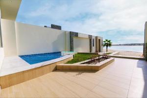 """المسبح في Tamara Beach Resort, Al Khobar Half Moon Bay-""""Families Only"""" أو بالجوار"""