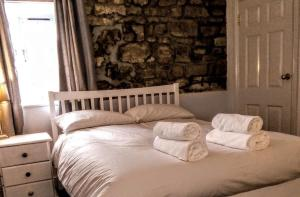 A bed or beds in a room at The George & Dragon