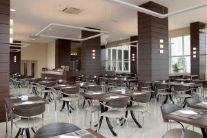 Um restaurante ou outro lugar para comer em Master Cosmopolitan Moinhos de Vento