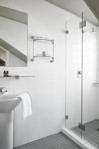 A bathroom at Vulcan Hotel Sydney