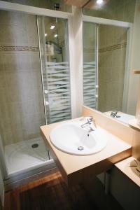 Un baño de Hôtel Vert