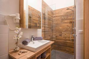 A bathroom at Residenz Gamper