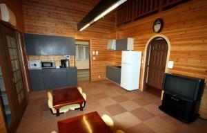 A kitchen or kitchenette at Log Cottage Epoch