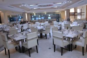 Un restaurante o sitio para comer en Sandesh Pride