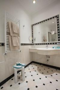 A bathroom at Hotel Marconi