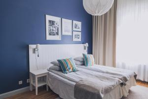 A bed or beds in a room at Smögens Hafvsbad