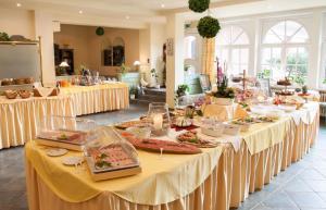 Ein Restaurant oder anderes Speiselokal in der Unterkunft Nordseehotel Freese