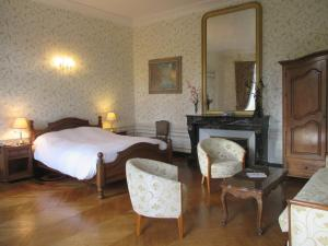 A bed or beds in a room at Château des Monthairons & Spa