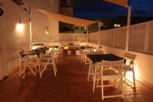 Un restaurante o sitio para comer en Hostal Juanita