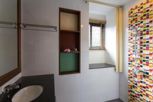 A bathroom at Samui Honey Suite