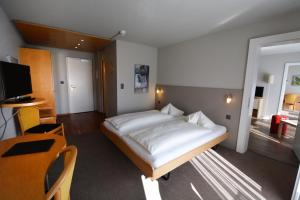 A bed or beds in a room at Aparthotel Goldey