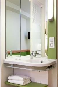 A bathroom at Ibis Budget Málaga Centro