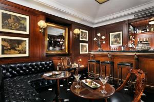 The lounge or bar area at Hotel d'Inghilterra Roma – Starhotels Collezione
