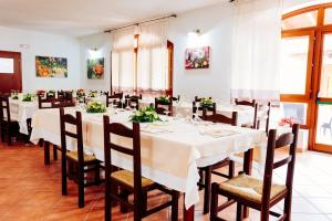 A restaurant or other place to eat at Albergo Diffuso Il Mandorlo