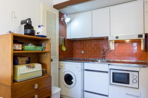 A kitchen or kitchenette at Akisol Vilamoura Star III