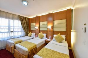 سرير أو أسرّة في غرفة في زوار انترناشيونال