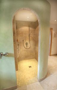 A bathroom at Haflingerhof