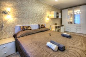 Кровать или кровати в номере Флэт Инн l Профсоюзная l Уют и тишина