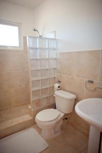 A bathroom at Kite Beach Inn