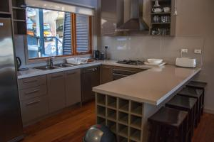 A kitchen or kitchenette at Outside Edge