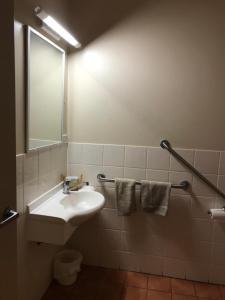 A bathroom at Heritage Resort