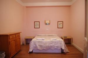 """A bed or beds in a room at Pensión """"La Marina"""""""