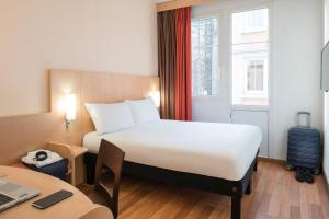 A bed or beds in a room at ibis Paris Ornano Montmartre Nord 18ème