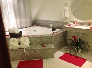 A bathroom at Godoy Palace Hotel Ltda Me