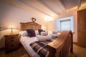 A bed or beds in a room at The Barn Culnacnoc