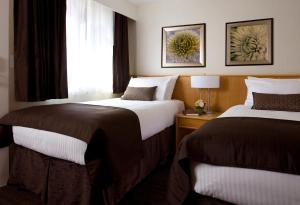 A bed or beds in a room at Banff Aspen Lodge