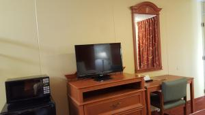 A television and/or entertainment center at Plaza Inn Springfield