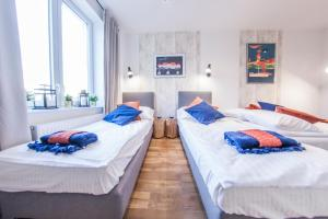 Łóżko lub łóżka w pokoju w obiekcie Family Luxury Comfort Old Town Apartament, 1-8, 2 sypialnie i salon, parking w cenie