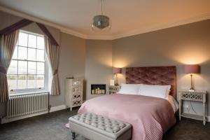 A bed or beds in a room at B&B Downham Hall