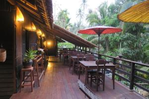 A restaurant or other place to eat at Kipling's Bay Guest house