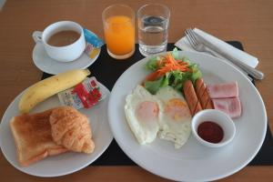 Breakfast options available to guests at L42 Hostel Suvarnabhumi Airport