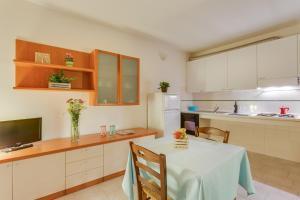 A kitchen or kitchenette at Villaggio Mare Si