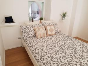 A bed or beds in a room at Via Roma Apartment Deluxe