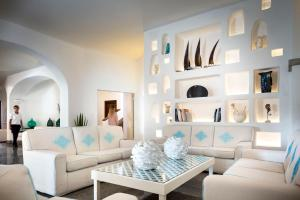 A seating area at Gabbiano Azzurro Hotel & Suites