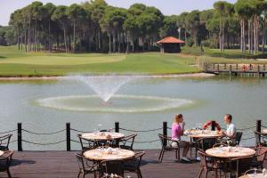Un restaurante o sitio para comer en Sueno Hotels Golf Belek