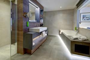 A bathroom at Hotel Kendler
