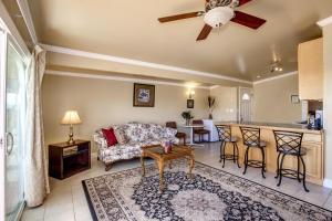 A seating area at Beachwood Condos & Resort