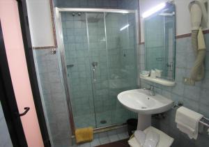 A bathroom at Hotel Toledo