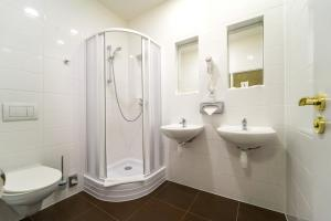 A bathroom at Metropolitan Old Town Hotel - Czech Leading Hotels