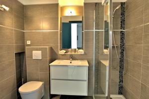 Salle de bains dans l'établissement Hotel la Parata