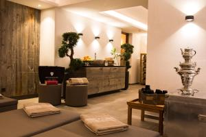 The lobby or reception area at Bentleys House