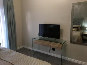 A television and/or entertainment centre at AYA LUXURY APARTMENTS 78