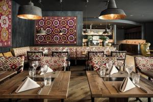 A restaurant or other place to eat at Valsana Hotel Arosa