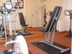 The fitness center and/or fitness facilities at Hotel Rott