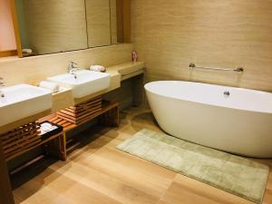 A bathroom at Chiayi Maison de Chine Hotel