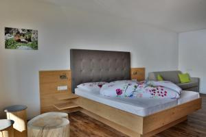 Letto o letti in una camera di Hotel Pfeiferhof